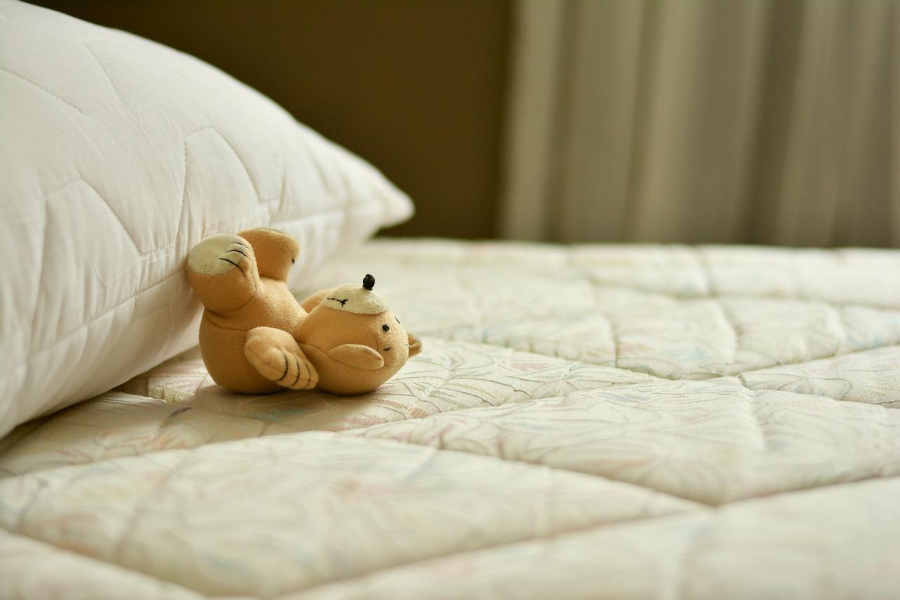 6 astuces pour enlever la moisissure sur un matelas. Black Bedroom Furniture Sets. Home Design Ideas