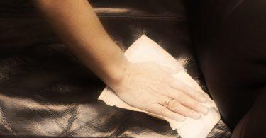 10 conseils pour nettoyer un canapé en cuir